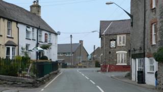 The B4401 through Cynwyd