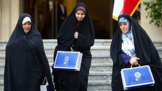 از راست شهیندخت مولاوردی (دستیار رئیسجمهور در حقوق شهروندی)، لعیا جنیدی (معاون حقوقی) و معصومه ابتکار (معاون رئیسجمهور در امور زنان)