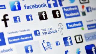 лого Facebook на екрані