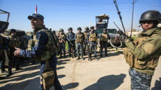 Irak güçleri, Musul'un batısını IŞİD'den geri almak için giriştikleri saldırının üçüncü gününde stratejik Ebu Saif kasabasını ele geçirmişti.
