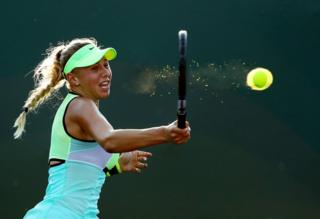 A player hits a tennis forehand shot.