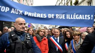 Clichy Mayor Remi Muzeau (C), and President of the Paris Regional Council Valerie Pecresse (L), lead a demonstration against Muslim streets prayers, on November 10, 2017, in Clichy, near Paris