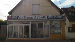 Le Bouche a Oreille