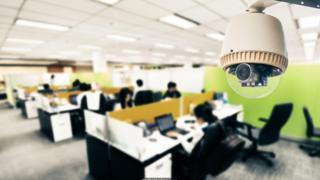 一些公司使用摄像头和蓝牙红外传感器来检测办公室某个角落里有多少人在工作,包括他们怎么走动。