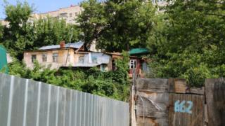 Глебучев овраг. Вид на частные и многоквартирные дома.