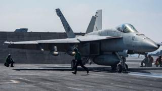 写真のものとほぼ同型のFA18スーパーホーネット戦闘攻撃機がシリア軍機を撃墜した