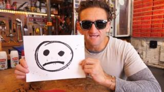 Casey Neistat em vídeo em seu canal no YouTube