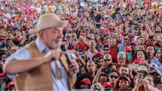 Lula fala ao público