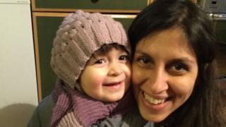 Gabriella, 3 tuổi, và mẹ, Nazanin Zaghari-Ratcliffe, năm nay 38 tuổi