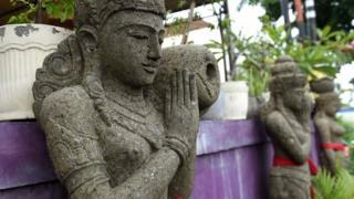 Patung Bali telanjang