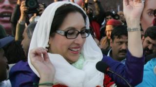 Bi Benazir Bhutto, alihudumu mihula miwili kama waziri mkuu wa Pakistan