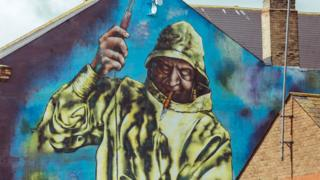 Mural of fisherman, Hessle Road