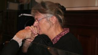 2015年に控訴審で有罪となった時のジャクリーヌ・ソバージュさん