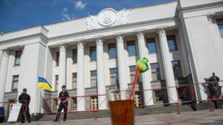 В начале сентября парламент собирается на новую сессию после летних каникул