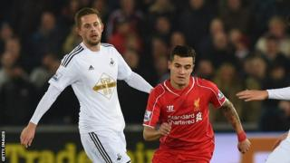 Gylfi Sigurdsson and Philippe Coutinho (right)