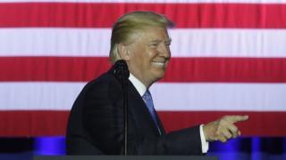 Hindise sharciyeedka cusub ee canshuurta waa mid u hiilinaya Trump