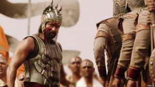 Some analysts have compared the film's look to Zack Snyder's 300