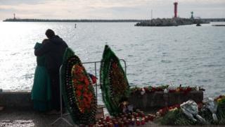 мемориальные ввенки у моря