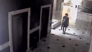 Rezgui wuxuu galay hoteelka asigoo aanan caqabad la kulmin.