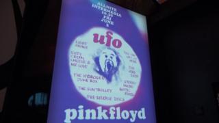выставка надпись UFO