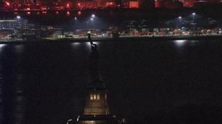 Özgürlük Anıtı'nı aydınlatan ışıklar birkaç saatliğine söndü