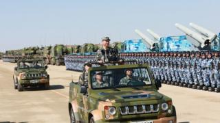 7月30日上午,中國人民解放軍建軍90週年閲兵在朱日和聯合訓練基地舉行。