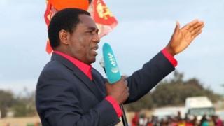 Mwanasiasa wa Upinzani Zambia, Bw Hakainde Hichilema akihutubu katika mkutano wa upinzani nchini humo