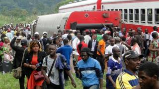 Selon un bilan provisoire, l'accident ferroviaire survenu vendredi entre Douala et Yaoundé a fait près de 80 morts.