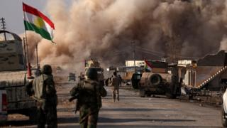 Smoke rises during clashes between Peshmerga forces and Islamic State militants in the town of Bashiqa, east of Mosul (7 November 2016)