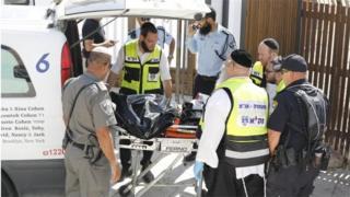 Policías y ambulancias