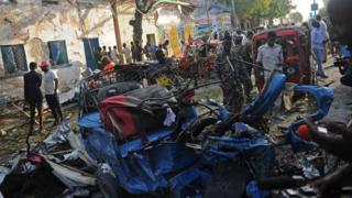 Selon un bilan provisoire, 14 personnes sont mortes dans l'explosion d'une voiture piégée à Mogadiscio.