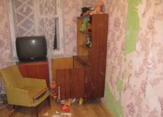 у Києві мати зачинила дітей на 9 днів, хлопчик помер