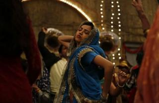 این فیلم در مورد رویاها و خواستهای چهار زنی در شهر کوچک هند است