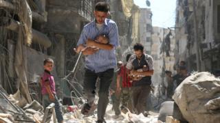 Мирные жители в Алеппо