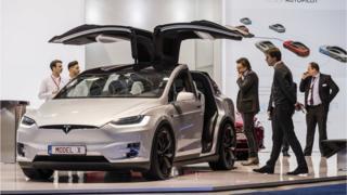 在今年1月的欧洲车展上的特斯拉Model X