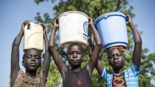 девочки в Африке