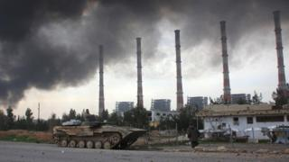 Syrian government forces near a power plant on the outskirts of Aleppo (21 February 2016)