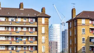 Многоквартирные дома для малоимущих в Лондоне зачастую соседствуют с роскошными небоскребами