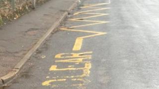 yellow zigzag lines