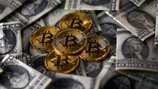 Bitcoins y dólares