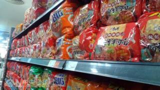 图为北京某家超市架上的康师傅泡面(中央社档案照片)