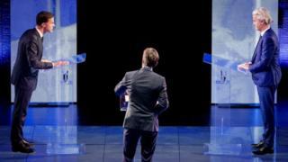 Mark Rutte (bidix) iyo Geert Wilders (midig) oo doodaya