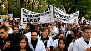 Октябрь 2017-го: польские врачи и студенты-медики требуют улучшения условий труда