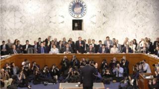 Comey tuyên thệ trước khi điều trần