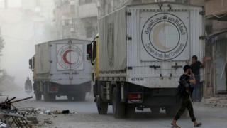 Suriye'de insani yardım taşıyan kamyonlar, Harasta, Şam, 29 Ağustos 2016