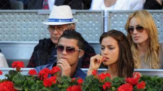 Cristiano Ronaldo avec son amie en train de regarder une partie de tennis