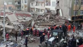 İstanbul'da çöken bina