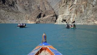 عطا آباد جھیل