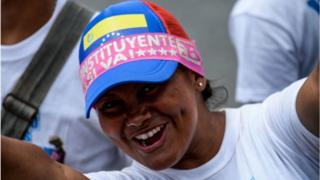 mujer apoya la constituyente