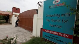 İslamabad'daki Pak-Türk okulunun kapısı